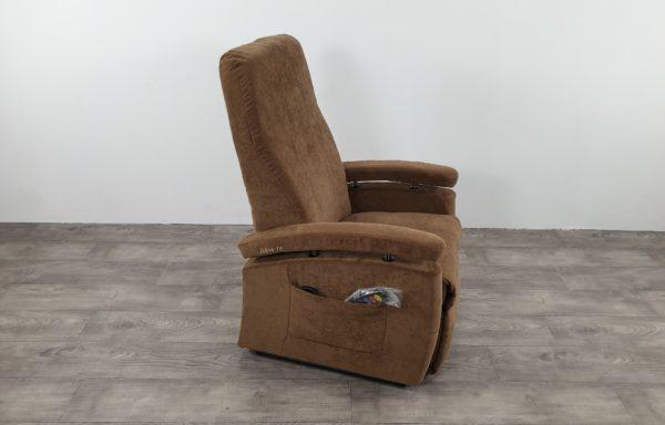 #521 – Sta-op stoel 570 bruin. € 45,- per maand