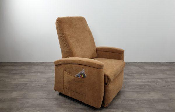 #526 – Sta-op stoel 577 57cmbreed. zand. rugleuning 72cm. € 65,- per maand