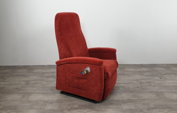#531 – Sta-op stoel 570 rood € 45,- per maand
