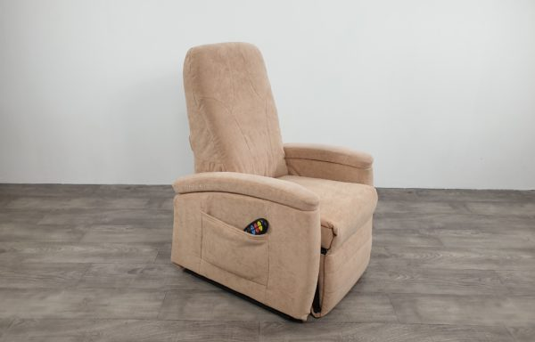 #138 Sta-op stoel 571, mini beige € 45,- per maand