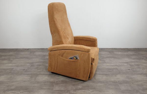 #235 – Sta-op stoel 570-45cm camel. € 45,- per maand