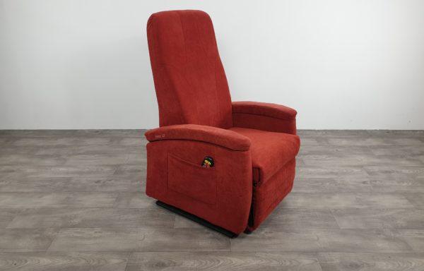 #614 – Sta-op stoel 570 rood smal. € 45,- per maand.