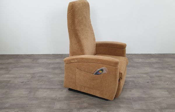 #101 – Sta-op stoel 570 zand, smal. € 45,- per maand