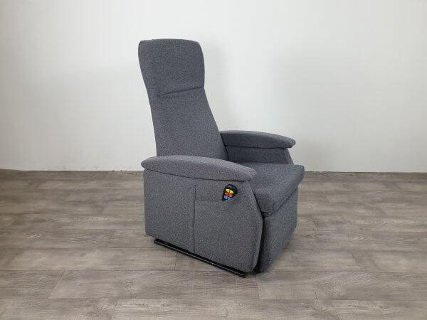 grijze sta-op stoel