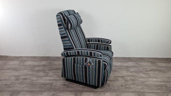 sta op stoel blauw streep patroon